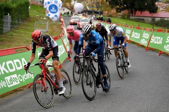 Đồng đội của Nguyễn Thị Thật thắng chặng hơn 200km tại giải xe đạp Vuelta a Espana ảnh 1