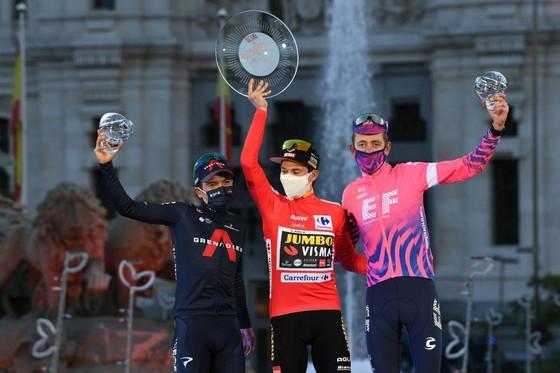Primoz Roglic bảo vệ Áo đỏ, Áo xanh đi vào lịch sử 85 năm giải xe đạp Vuelta a Espana ảnh 2