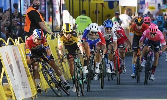 Bài học xương máu cho các tay đua xe đạp chuyên nước rút  ảnh 1