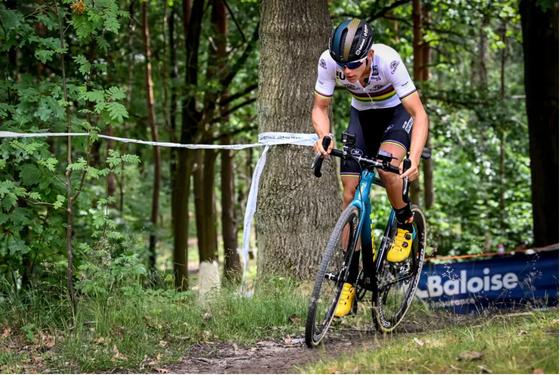 """Xe đạp địa hình Bỉ """"gánh"""" chi phí xét nghiệm COVID-19 để tổ chức giải ảnh 1"""
