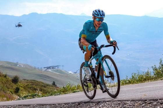 Miguel Angel Lopez rời Astana đầu quân cho đội xe đạp Movistar ảnh 2