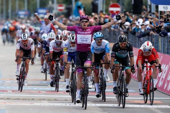 Cuộc đua xe đạp Giro d'Italia 2021 sẽ có chặng đua lên miệng núi lửa? ảnh 2