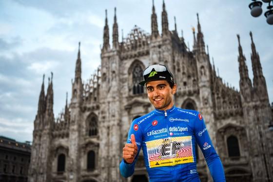 Vua leo núi Giro d'Italia Ruben Guerreiro bị xe tông khi tập luyện  ảnh 1