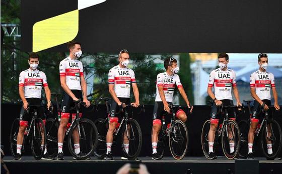 Áo vàng Tour de France Pogacar tiêm vắc xin Covid-19 ảnh 1