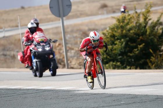 """Liên đoàn xe đạp thế giới UCI muốn """"khai tử"""" kỹ thuật Supertuck ảnh 1"""
