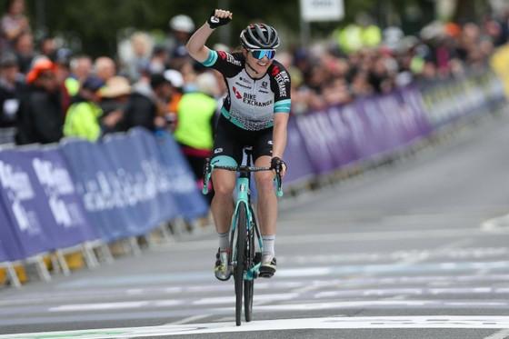 Sarah Roy một mình ung dung giành chiến thắng.