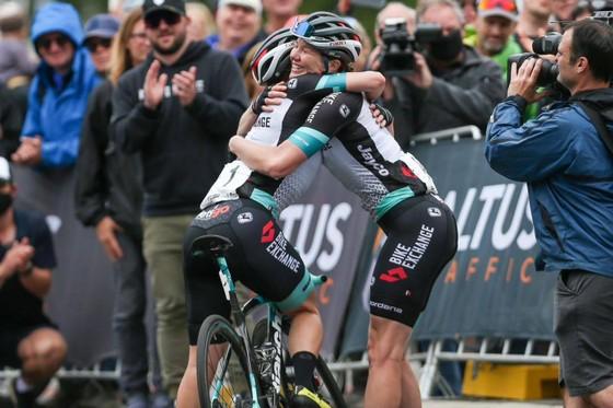 Tay đua Sarah Roy – Ngôi sao lận đận của xe đạp Úc ảnh 2