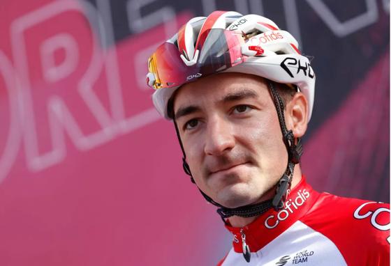 Tay đua Elia Viviani vượt qua bệnh tim trở lại với xe đạp ảnh 1