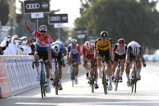 Mathieu van der Poel thắng chặng đua xuyên sa mạc ảnh 2