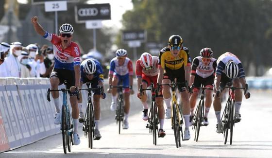 Cả đội Alpecin-Fenix buộc bỏ ngang giải xe đạp UAE Tour ảnh 1