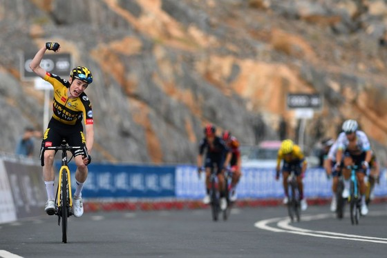 Tadej Pogacar quá mạnh lấy lại áo xanh để hoàn thành cú hattrick giải xe đạp UAE ảnh 2