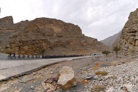 Tadej Pogacar quá mạnh lấy lại áo xanh để hoàn thành cú hattrick giải xe đạp UAE ảnh 1