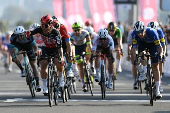 Áo vàng Tour de France Tadej Pogacar giành cú đúp chung cuộc giải xe đạp UAE trong ngày đối thủ Adam Yates gặp nạn ảnh 3