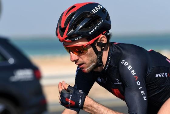Áo vàng Tour de France Tadej Pogacar giành cú đúp chung cuộc giải xe đạp UAE trong ngày đối thủ Adam Yates gặp nạn ảnh 2