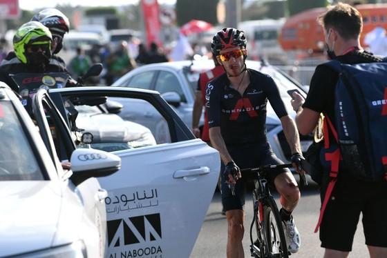 Áo vàng Tour de France Tadej Pogacar giành cú đúp chung cuộc giải xe đạp UAE trong ngày đối thủ Adam Yates gặp nạn ảnh 1
