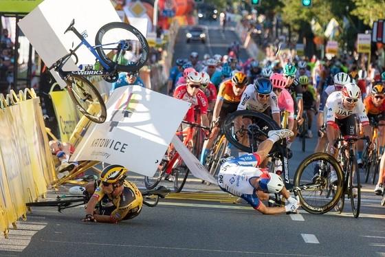 """Liên đoàn xe đạp thế giới UCI """"khai tử"""" nơi Jakobsen gặp nạn ảnh 2"""