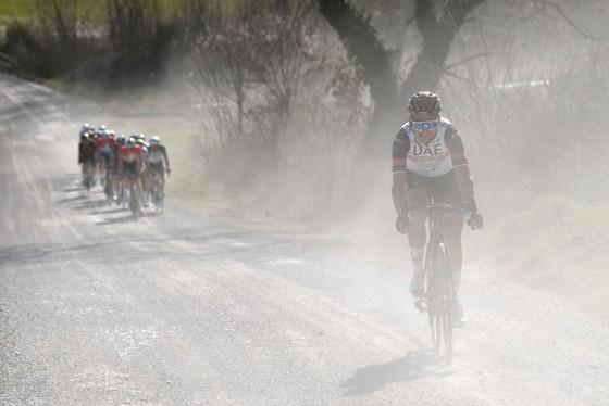 Mathieu van der Poel tung hoành thắng giải xe đạp Strade Bianche ảnh 1