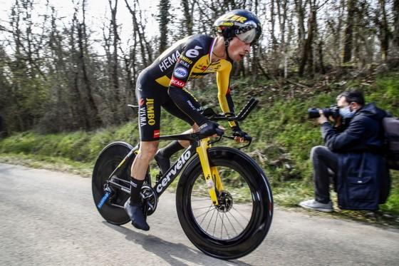 """Tay đua trẻ Bissegger gây """"chấn động"""" khi đoạt Áo vàng giải xe đạp Paris – Nice ảnh 1"""