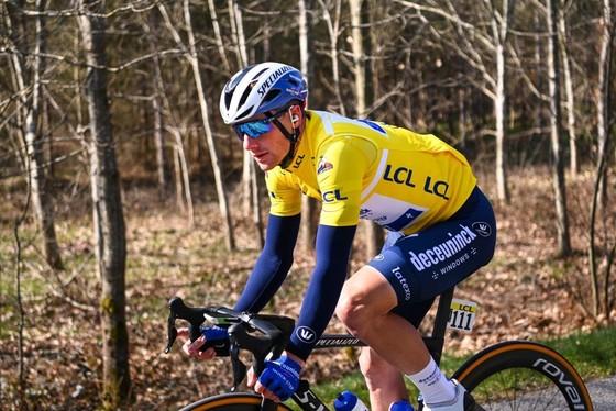 Thoát té chùm, Cees Bol thắng chặng WorldTour thứ hai trong sự nghiệp ảnh 2
