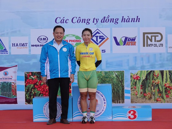 Các cô gái Tập đoàn Lộc Trời thắng lớn ngày khai mạc giải xe đạp nữ Biwase 2021 ảnh 2