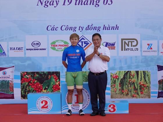 Các cô gái Tập đoàn Lộc Trời thắng lớn ngày khai mạc giải xe đạp nữ Biwase 2021 ảnh 1