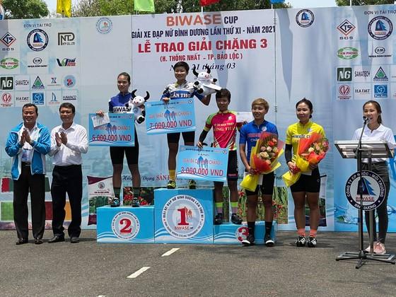Tay đua trẻ Kim Cương bất ngờ vươn lên chiếm Áo vàng giải xe đạp nữ Biwase 2021  ảnh 3