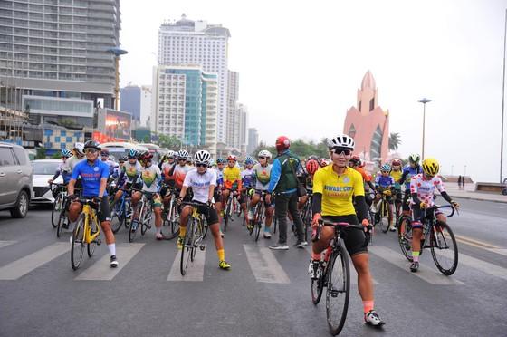 """Áo vàng Thu Mai lấy thêm Áo đỏ """"Nữ hoàng leo núi"""" giải xe đạp nữ Biwase 2021  ảnh 2"""