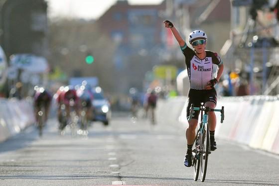 Gió ngang tàn phá Cuộc đua Brugge-De Panne khiến nhiều tay đua lâm nạn ảnh 1