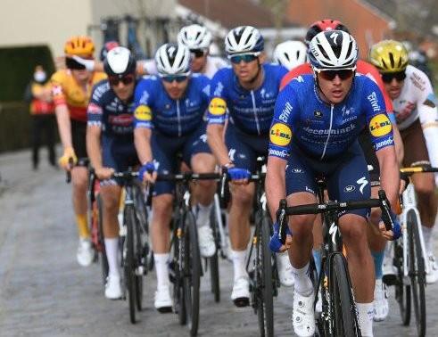 Đội đua Deceuninck-Quickstep 'lấy thịt đè người' thắng giải xe đạp E3 Saxo Bank Classic 2021 ảnh 1