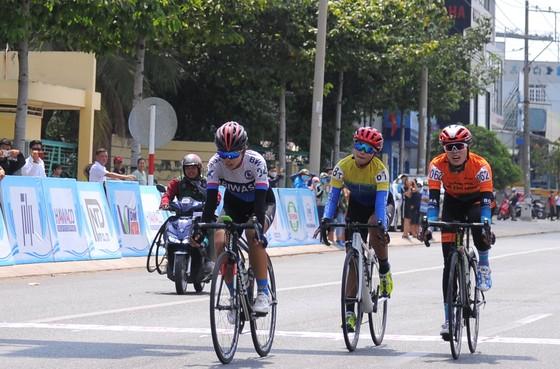 Các cô gái Tập đoàn Lộc Trời thắng lớn giải xe đạp nữ Bình Dương – Biwase Cup 2021 ảnh 1