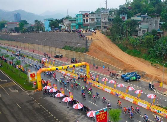 TPHCM thành công đưa Lê Nguyệt Minh thắng chặng mở màn cuộc đua xe đạp Cúp Truyền hình 2021  ảnh 1