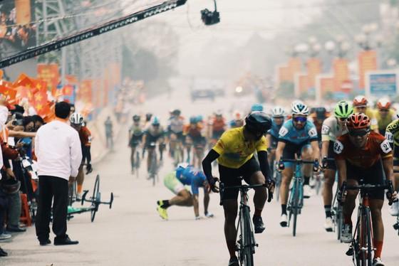 Phan Tuấn Vũ về nhất trong chặng đua có sự cố té ngã ở đích đến ảnh 4
