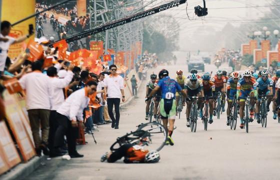 Phan Tuấn Vũ về nhất trong chặng đua có sự cố té ngã ở đích đến ảnh 3