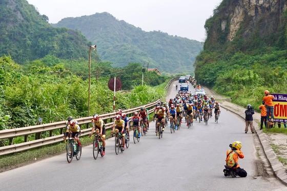Phan Tuấn Vũ về nhất trong chặng đua có sự cố té ngã ở đích đến ảnh 1