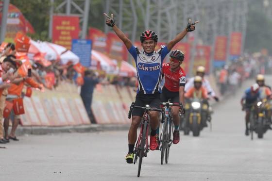 Phan Tuấn Vũ về nhất trong chặng đua có sự cố té ngã ở đích đến ảnh 2