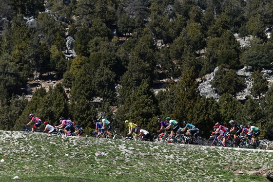 """Mark Cavendish """"rớt""""đèo mất Áo xanh dương giải xe đạp Thổ Nhĩ Kỳ 2021 ảnh 1"""