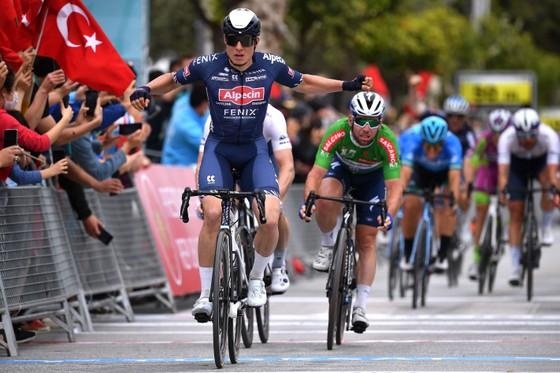 Jasper Philipsen thắng chặng thứ hai liên tiếp tại Tour of Turkey 2021