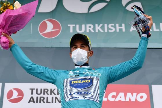 Jasper Philipsen lật đổ Mark Cavendish để đoạt giải Áo xanh ảnh 1