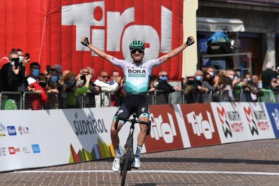 Simon Yates đăng quang cuộc đua xe đạp Tour of Alps ảnh 2