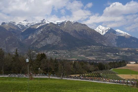 Simon Yates đăng quang cuộc đua xe đạp Tour of Alps ảnh 1