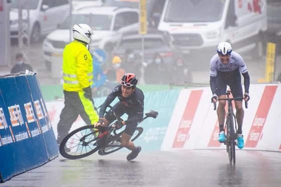 Geraint Thomas vực dậy sau té ngã giành Chiếc áo vàng Tour of Romandie 2021 ảnh 1