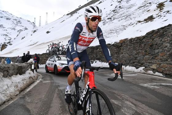 Bất chấp cổ tay bị gãy, Vincenzo Nibali quyết dự Giro d'Italia ảnh 1