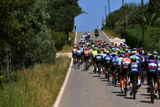Cú nước rút siêu đẳng giúp Sam Bennett giữ cú đúp giải xe đạp Volta ao Algarve 2021 ảnh 1