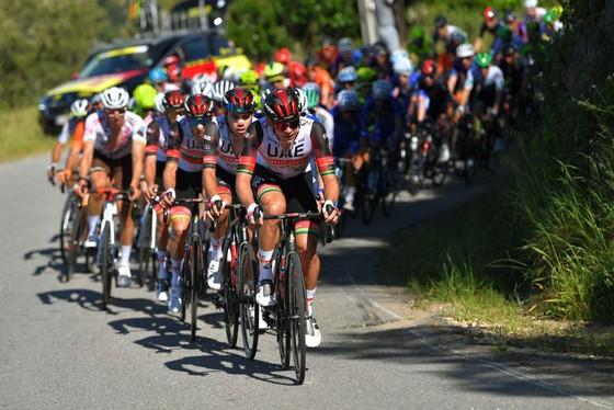 Đội Ineos Grenadiers thể hiện sức mạnh đường đèo thống trị Volta ao Algarve 2021 ảnh 1
