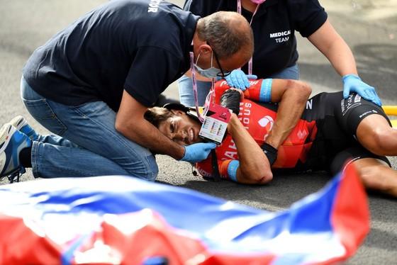 Tay đua Mikel Landa bị tai nạn rời đường đua