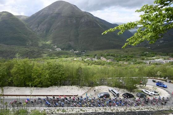Áo hồng giải xe đạp Giro d'Italia tiếp tục đổi chủ ảnh 1