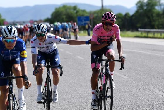 """Egan Bernal: """"Đối thủ ở Giro d'Italia không chỉ có Remco Evenepoel"""" ảnh 1"""