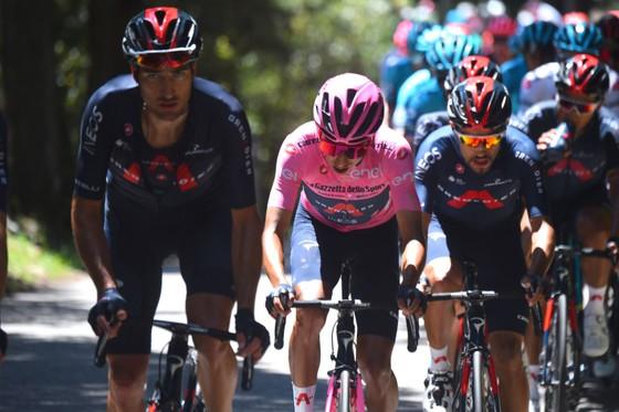 Nhiều ứng viên áo hồng phải bỏ cuộc ở chặng đua khắc nghiệt ảnh 2