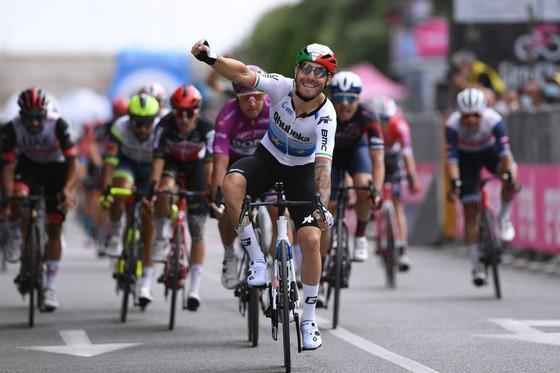 Giacomo Nizzolo lần đầu tiên thắng chặng ở Giro d'Italia