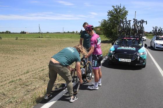 """Giacomo Nizzolo """"phá dớp"""" thắng chặng 13 Giro d'Italia 2021 ảnh 2"""